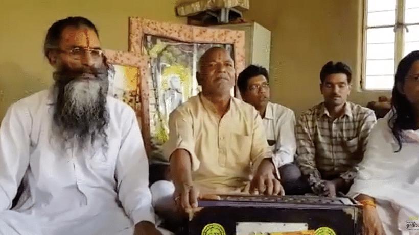 Ramzan khan Singing Bhajan