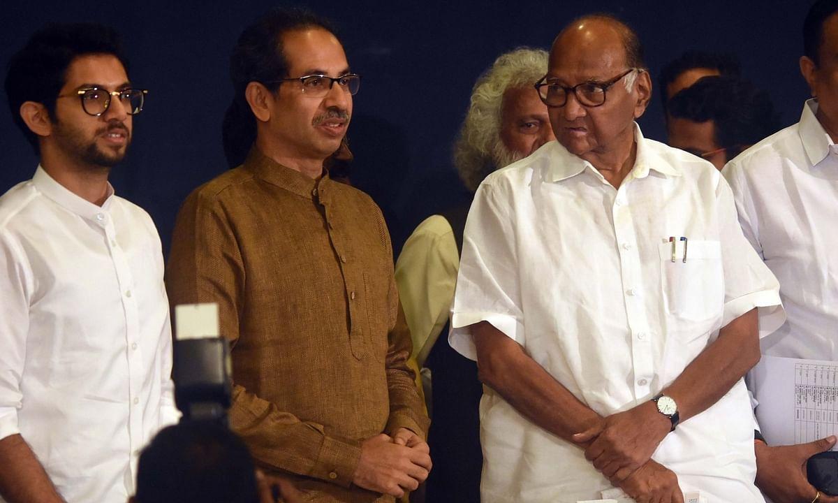 गिरने वाली है बीजेपी सरकार, सेना-राकांपा-कांग्रेस ने सरकार बनाने का दावा पेश किया