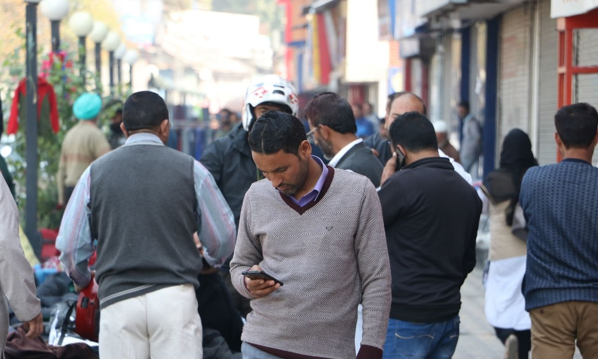 कश्मीर में इंटरनेट सेवा बंद होने से बेरोजगारी बढ़ी