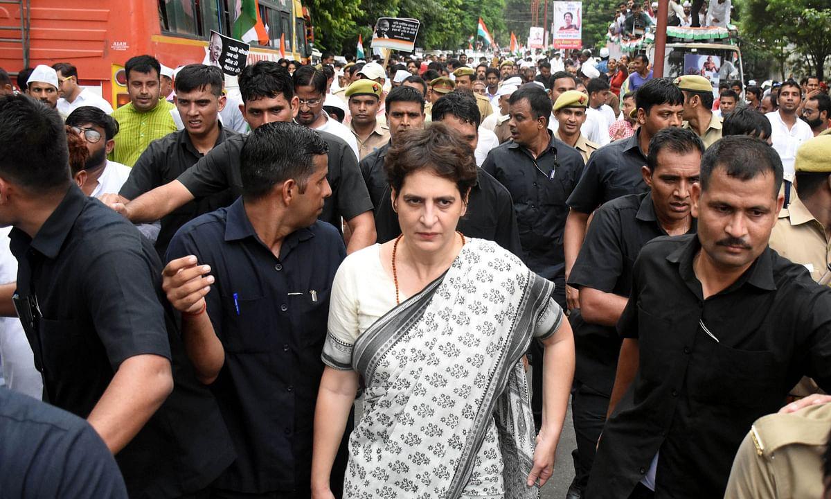 कांग्रेस उत्तर प्रदेश को फिर से जलाने की जुगत में: श्रीकांत शर्मा