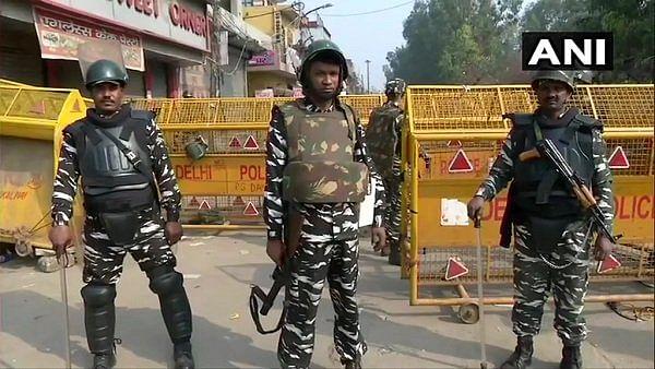 दिल्ली हिंसा: रैपिड एक्शन फोर्स की तैनाती के बावजूद नहीं रुक रही पत्थरबाजी !
