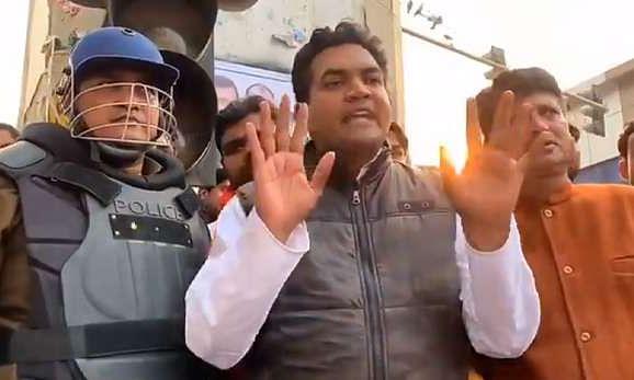 भाजपा नेता कपिल मिश्रा के खिलाफ हिंसा भड़काने के लिए शिकायत दर्ज