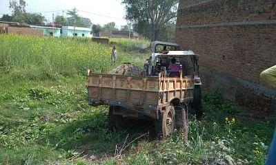 शराब पिये चालक ने किसान पर चढ़ाया ट्रैक्टर मौके पर मौत।