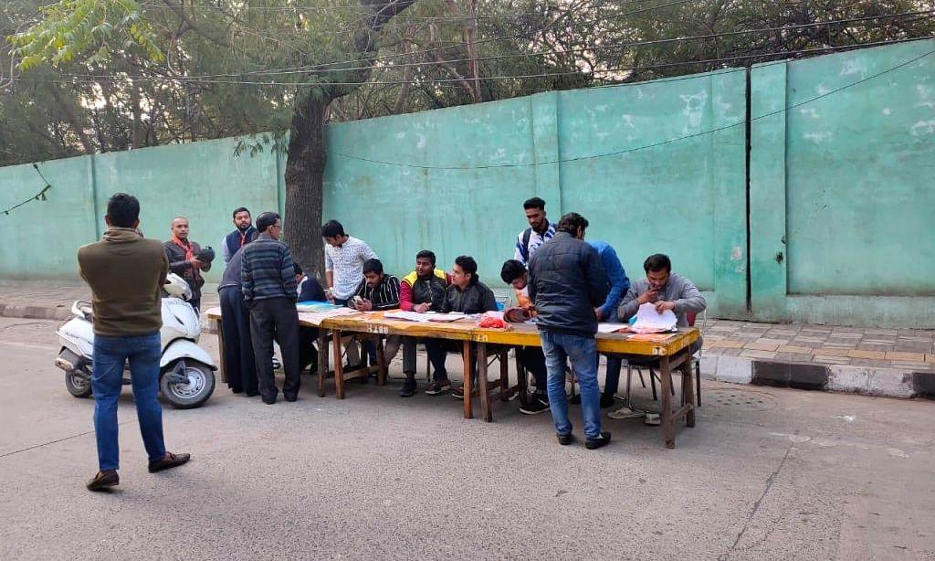 देश की राजधानी दिल्ली में साल दर साल गिर रहा है वोट डालने का प्रतिशत।