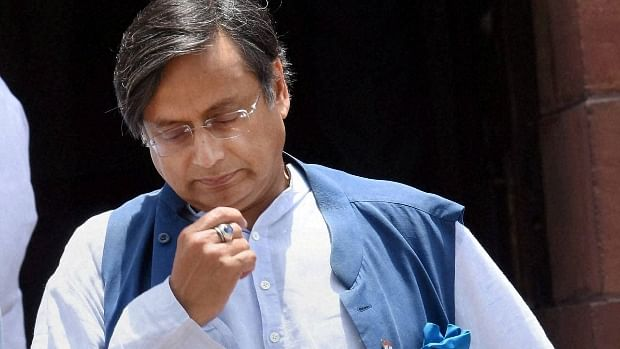 Shashi Tharoor Viral Hindi Tweet