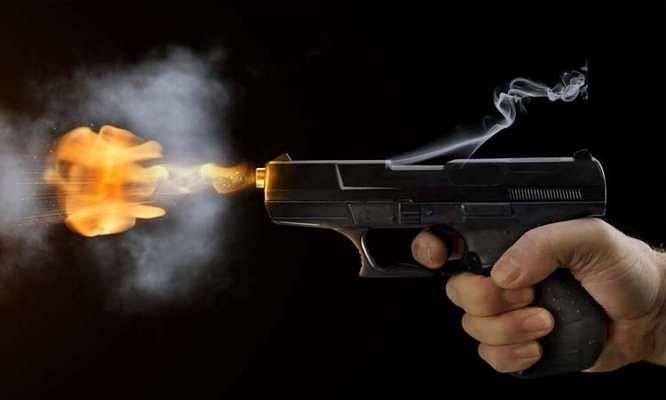 बेटी ने पिता की गोली मारकर हत्या कर दी।