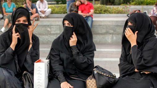 मुस्लिम लड़कियों का हो रहा उत्पीड़न, जबरदस्ती बुर्का पहनने को मजबूर किया जा रहा।