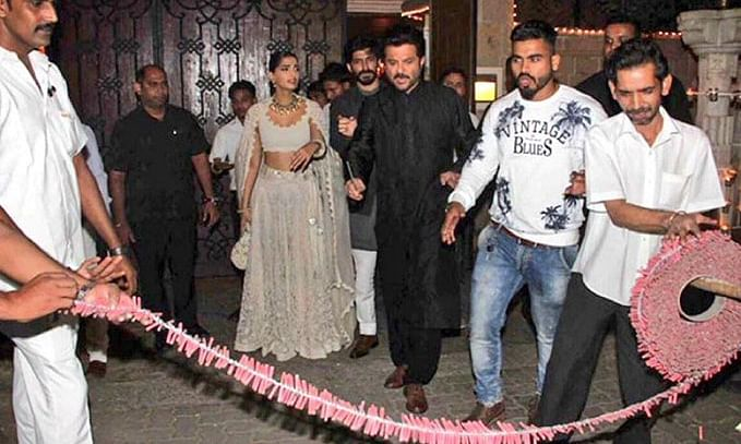 sonam kapoor angry on bursting firecrackers