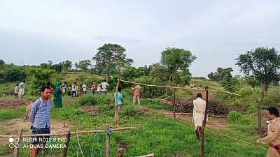 ग्राम लोहरा में कब्जे को लेकर हुई पंचायत, पुलिस समेत राजस्व के अधिकारियों ने किया मौके पर निबटारा