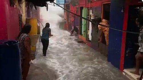 बारिश में मुंबई बना वाटर पार्क, हर बार की है कहानी