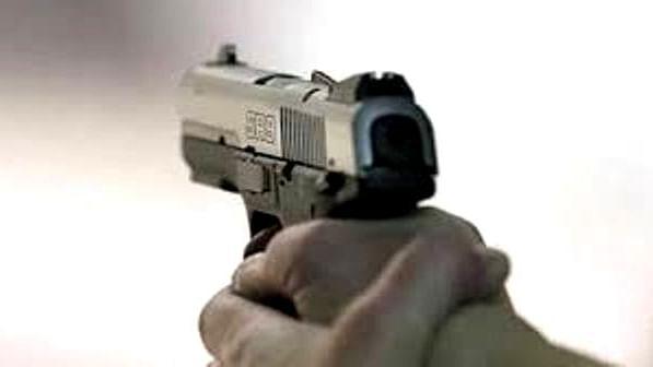 गुरौली सपहाई गोलीकांड में यूपी पुलिस मुख्य कड़ी को छोड़ क्यों रही है? हथियार सप्लाई करने वाला खुल्ला घूम रहा है।