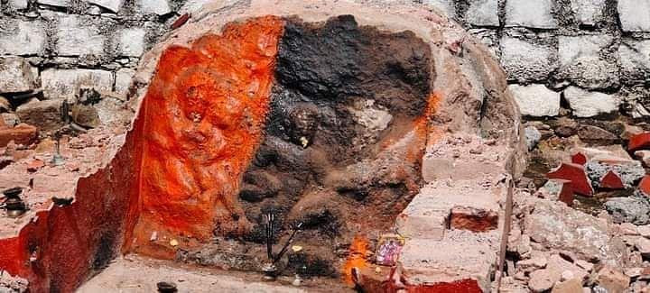 हनुमान जी की मूर्ति जला दी।