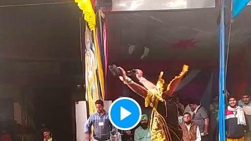 ये कैसी रामलीला रावण बंदूक लिए टहल रहे हैं, लोगों ने कहा पंजाबी रावण भंगड़ा करता है