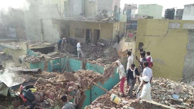 मेरठ के गांव में हुआ जबरदस्त विस्फोट, चार मकानों की छतें उड़ी