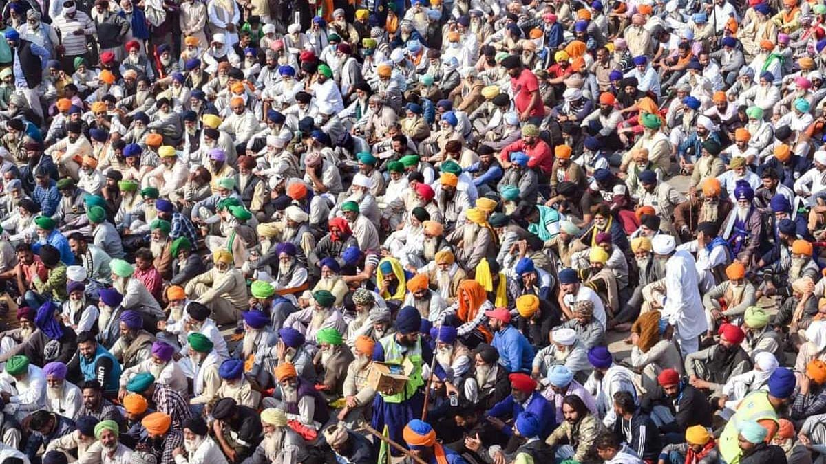 किसान अपने आंदोलन से राजनीति को दूर रखना चाहते है लेकिन राजनीतिक उल्लू सीधा करने के लिए पार्टियां तत्पर है
