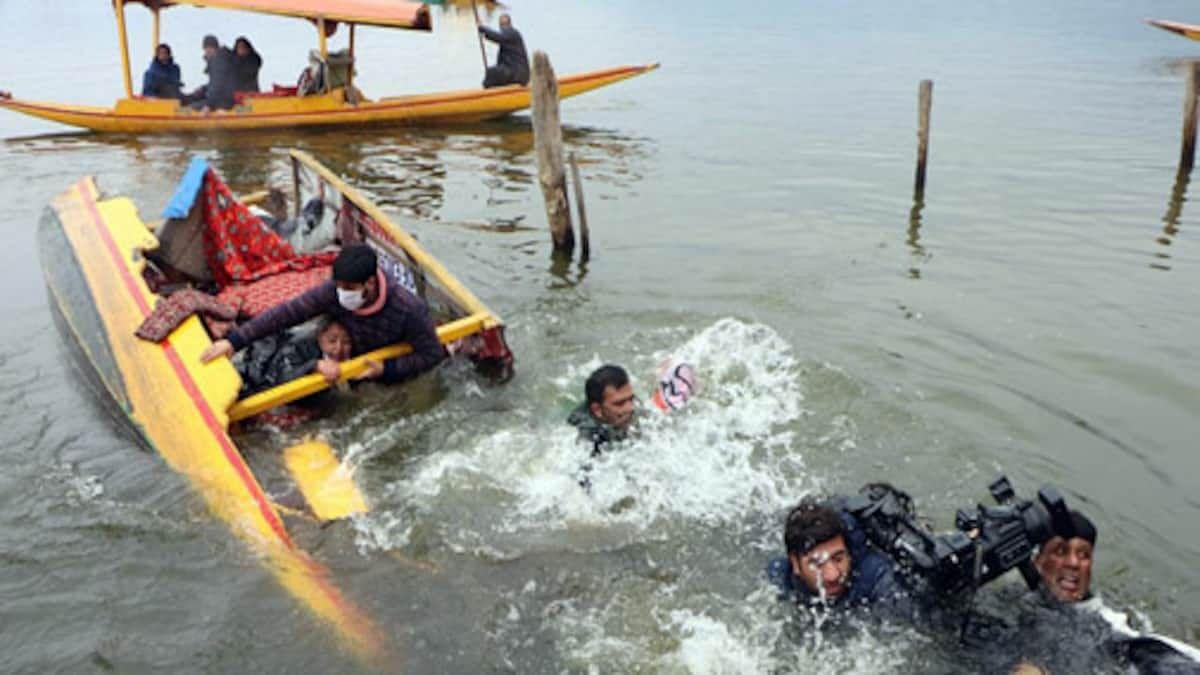 कश्मीर में डूबी भाजपा नेताओं की नैया, हादसे में सभी सुरक्षित बचाये गए