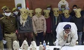 महोबा पुलिस ने चोरी की गयी प्राचीन मूर्तियां बरामद की