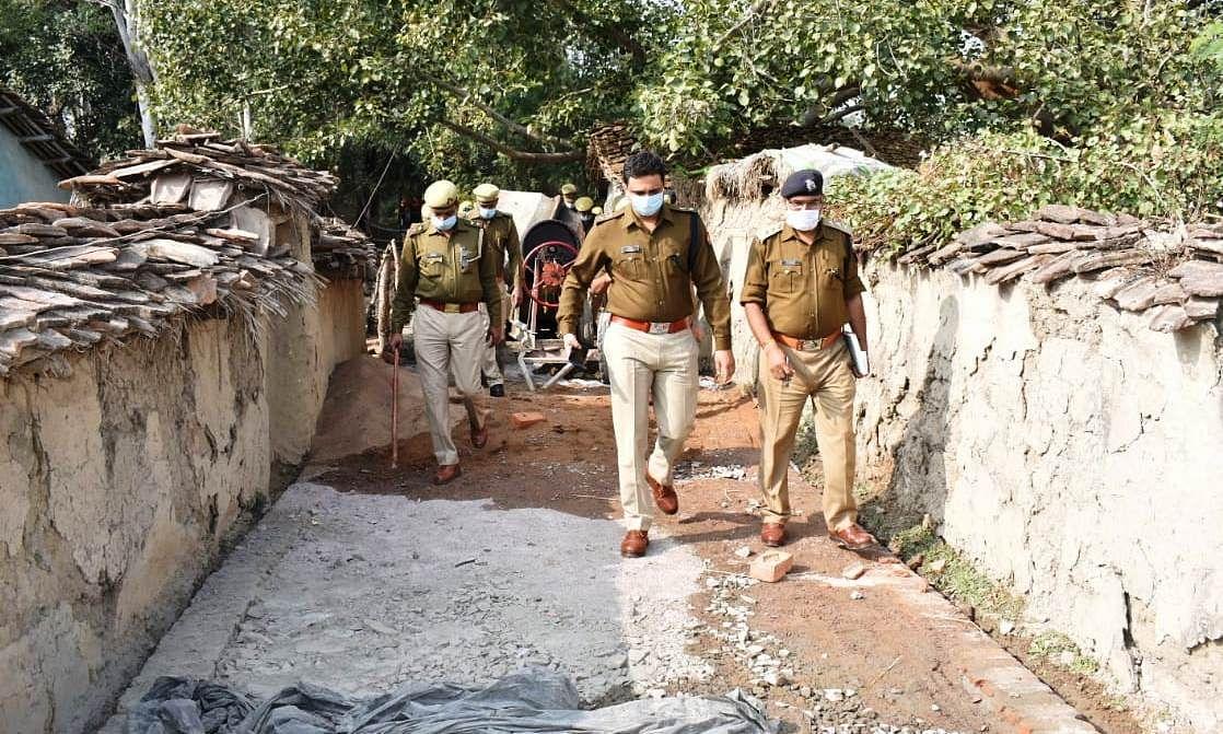 बांदा जिले के खुरहंड गांव में दो पक्षों में खूनी संघर्ष