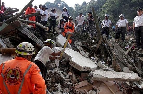 கவுதமாலாவில் கடும் நிலச்சரிவு: 25 பேர் பலி; 600 பேர் மாயம்! (படங்கள்)