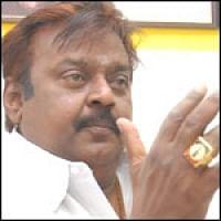 பத்திரிகையாளர்களிடம் பாய்ந்த விஜயகாந்த்!