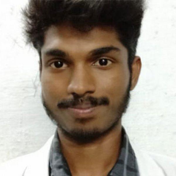 """``பீஸ் கட்ட காசில்ல, காலேஜ் போகல"""" - வருங்கால டாக்டர்!"""