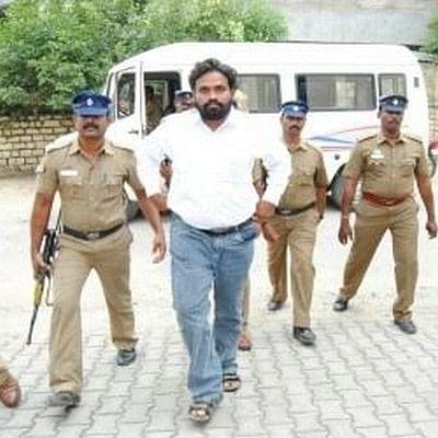 வேலூரில் பிரபல ரவுடி  அடித்துக் கொலை...பதற்றம்