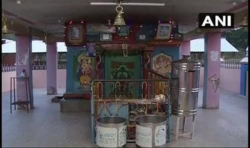காதலிக்கு கோயில் நிர்வாகம்...15 பாட்டில் விஷம்... 15 உயிர்கள் பலி! - மடாதிபதியின் குரூரம்