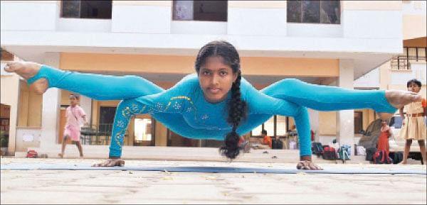 ரப்பர் பெண் சபரிதா !