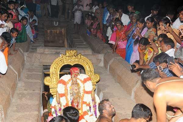 காஞ்சிபுரம் வரதராஜர் நடவாவி உற்சவத்தில் என்ன சிறப்பு?