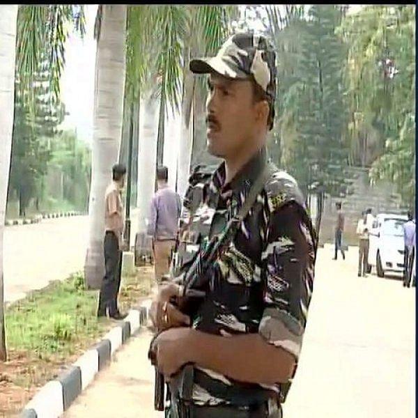 ஐ.டி. துறையை அரசியல் ஆயுதமாக்கும் பி.ஜே.பி: பெங்களூரு ரிசார்ட் ரெய்டு பின்னணி?