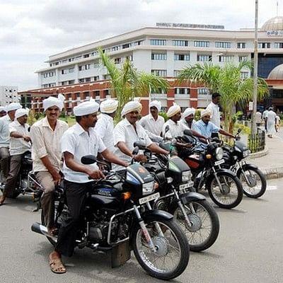 ஹெல்மெட் போடமாட்டோம்: மல்லுக்கட்டும் மெய்வழிச்சபையினர்!
