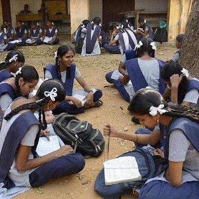 1200 பள்ளிகளுக்கு தமிழக அரசு மூடுவிழா: ராமதாஸ் எச்சரிக்கை