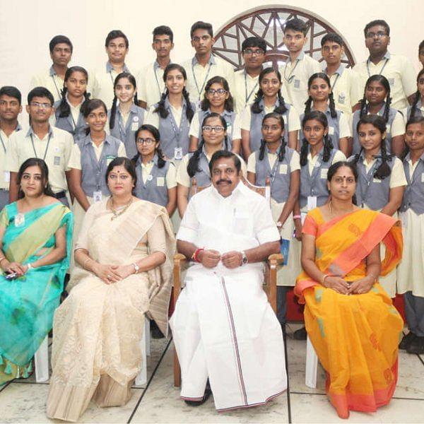 ஜெயலலிதா போல பள்ளிக் குழந்தைகளுக்கு 'Diary Milk' வழங்கிய எடப்பாடி..!