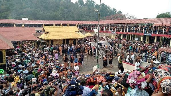 `இதுவரை 30 பெண்கள் சபரிமலை செல்ல முயன்றுள்ளனர்!' - அறிக்கை தாக்கல் செய்த கேரள முதல்வர்