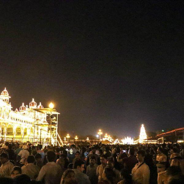 """''ஊர்முழுக்க ஒளிமயம்...!""""- தசரா: இது மைசூருவின் மக்கள் கொண்டாட்டம்...: படங்கள்: ஐஷ்வர்யா"""