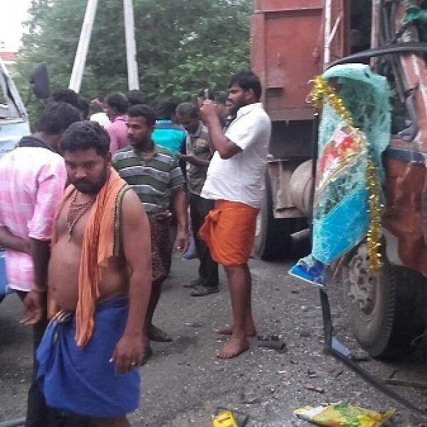 நெல்லை அருகே சாலை விபத்து: கல்லூரி மாணவிகள் 20 பேர் காயம்!