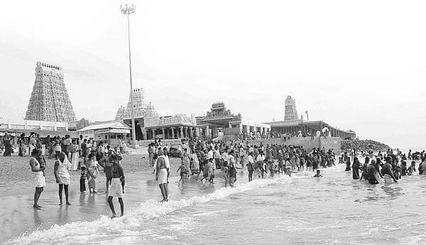 செந்தூர் கடற்கரையில்...