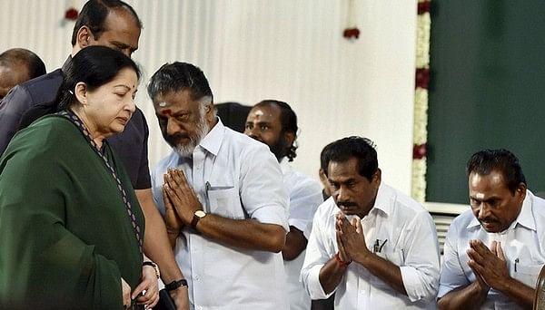 அதிகாரத்தை கைப்பற்ற அணி திரட்டினாரா ஓபிஎஸ்...?