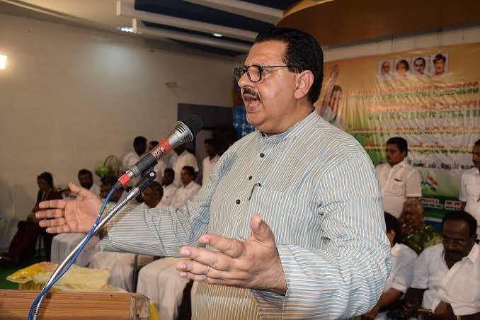 'இந்தத் தேர்தல் காந்திக்கும் கோட்சேவுக்குமான போராட்டம்' - சஞ்சய் தத்