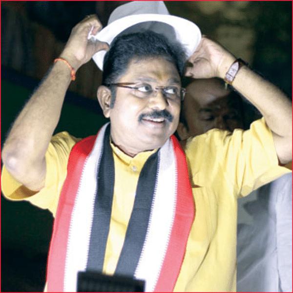 மிஸ்டர் கழுகு: 'ஃபெரா' பொறியில் தினகரன்! - தள்ளிப்போகுமா ஆர்.கே.நகர் தேர்தல்?