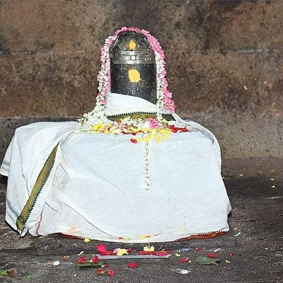 மாங்கல்ய பலம் அருளும் அம்பிகை - பிறவிப் பிணி தீர்க்கும் ஈஸ்வரன்!
