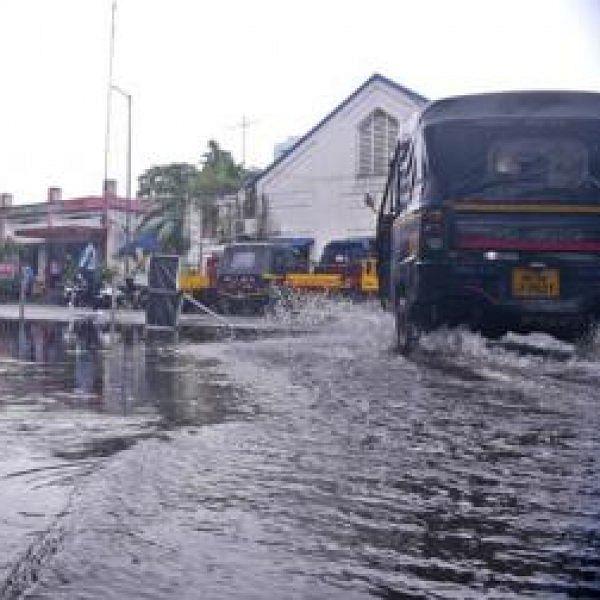 விடாது பெய்யும் கனமழை - கேரளாவில் 8  மாவட்டங்களுக்கு நாளை விடுமுறை!