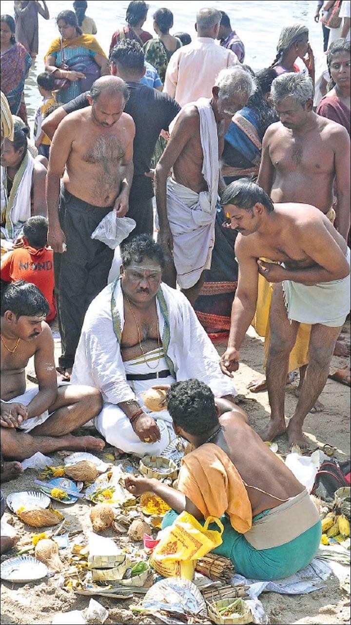 ஆடி அமாவாசை - பித்ரு தோஷம் தீர்க்கும் முன்னோர் ஆராதனை