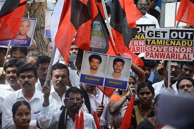 `தீர்ப்பை ஆளுநரே மதிக்கவில்லை!' - ராஜ்பவன் வாசலில் தீவிரமடையும் போராட்டம்  #BanwarilalPurohit