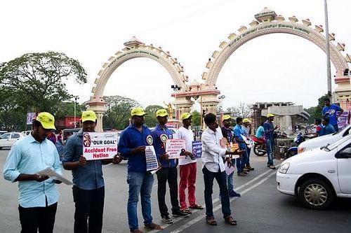 சாலை விதிகளை கடைபிடிக்க சென்னையில் விழிப்புணர்வு பிரச்சாரம்!