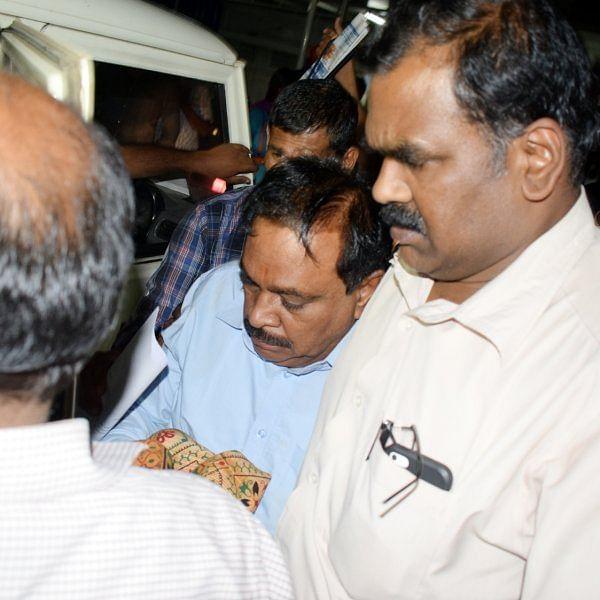 ஆதாரங்களை அழிக்க 2,000 ரூபாய் நோட்டுகளைக் கிழித்து வீசிய துணைவேந்தர்..! சிக்கிய பரபரப்பு பின்னணி