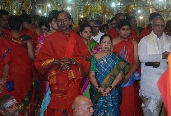 சந்திரசேகர ராவ் நடத்தும் மகா சண்டி யாக நிகழ்ச்சியில் திடீர் தீ விபத்து!