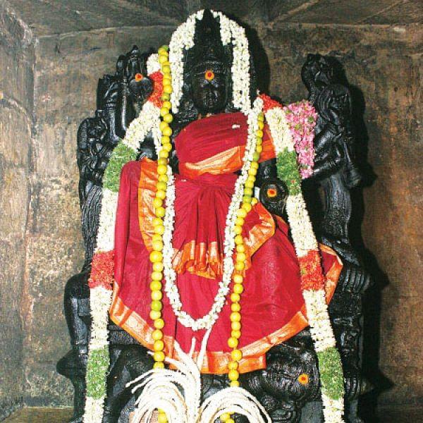 குறை தீர்க்கும் கோயில்கள் - 7 - வியர்க்கும் திருமேனி... கரையாத சந்தனம்!