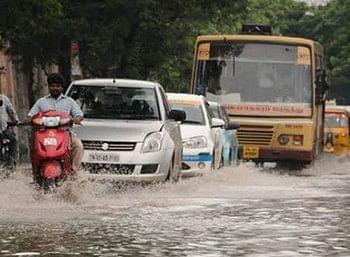 கனமழை எதிரொலி: சென்னையில் போக்குவரத்து நெரிசல்!