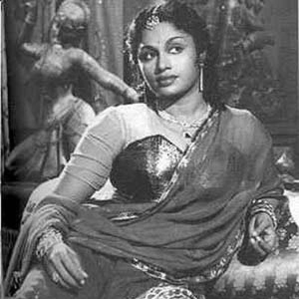 காந்தக் கண்.. கவர்ந்திழுக்கும் நடிப்பு... அன்றைய நயன்தாரா டி.ஆர்.ராஜகுமாரி...